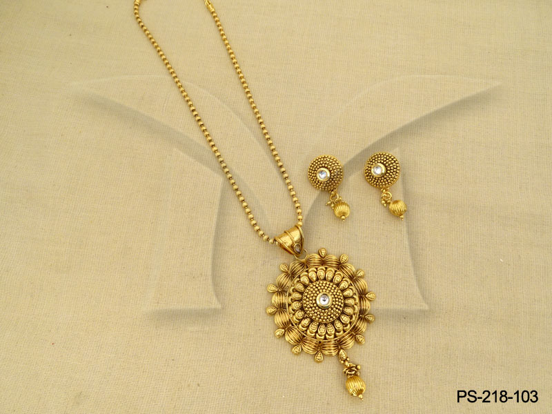 Antique pendant sets gold and diamond jewellery antique pendant set antique pendant sets gold and diamond jewellery antique pendant set 1420396730k48ng mozeypictures Images