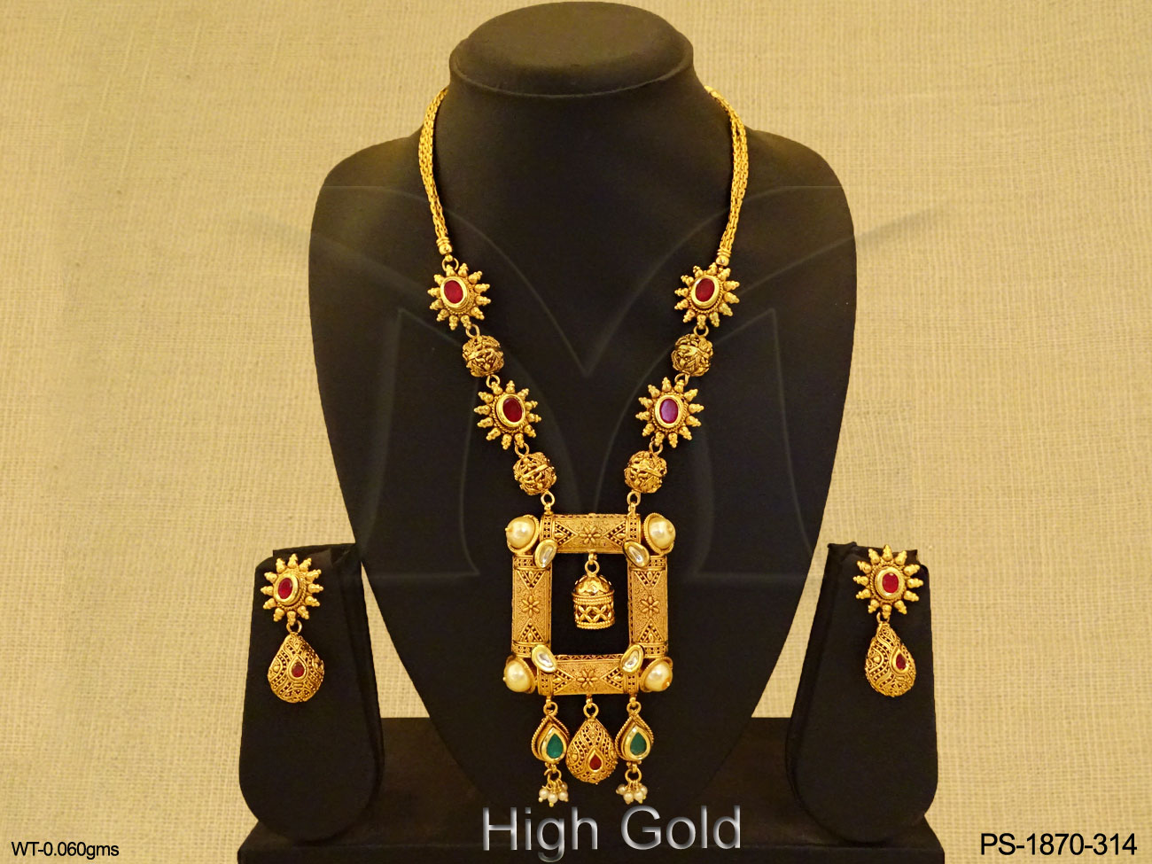 Traditional Designer Pendant Set